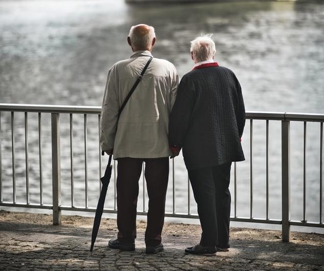 Anziani, nuovi protocolli d'intesa Regione e sindacati