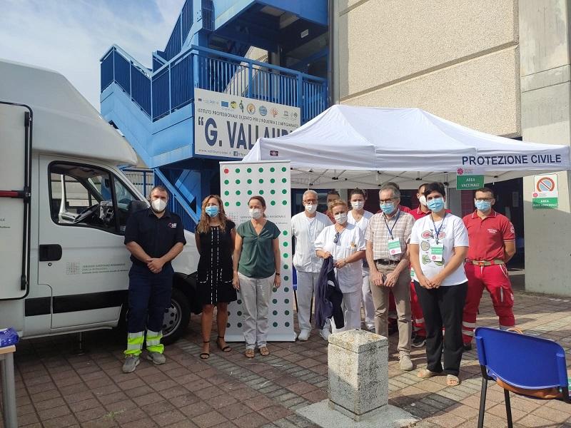 Tappa al Vallauri per il Camper dell'Ausl: 21 vaccinati stamattina