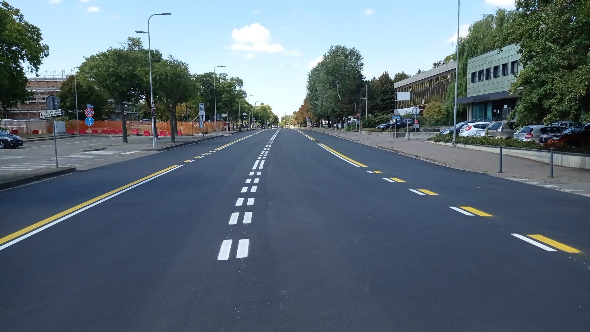 Via Peruzzi, per biciclette e bus corsia riservata