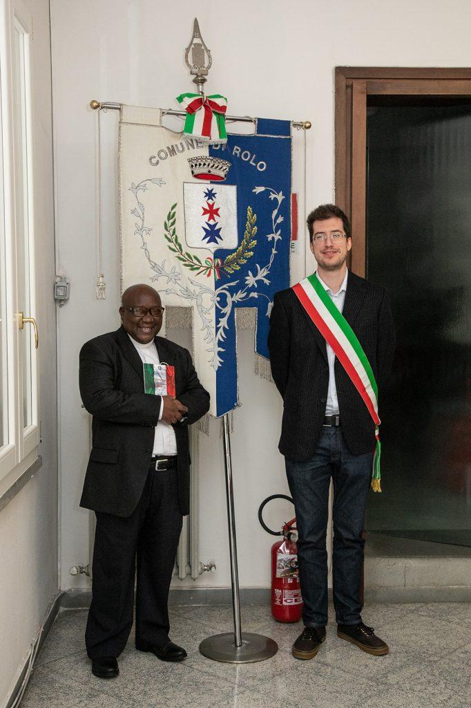 Rolo, cittadinanza italiana per don Vianney Munyaruyenzi