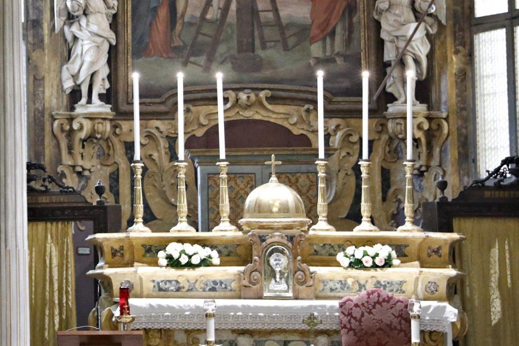 Preghiera quotidiana alla chiesa del Crocifisso
